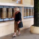 Bönerullar utanför Dalai Lamas hem