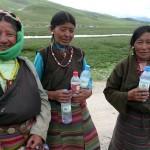 Vackra kvinnor på Tibetanska platån